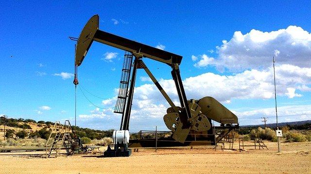 Refinery Pump Oil Pump Industry  - jp26jp / Pixabay