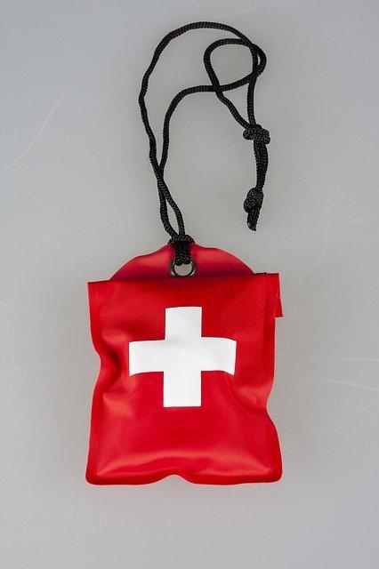 Kit de premier secours étanche - Engin_Akyurt / Pixabay