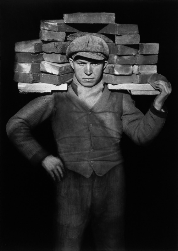 August Sander, Handlanger, Porteur de Briques (The Bricklayer), Image courtesy of Sotheby's