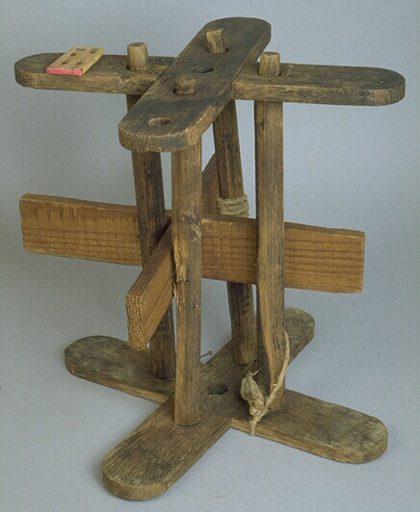 """Utilisé pour faire des cordes selon le procédé du """"cordage au long""""."""