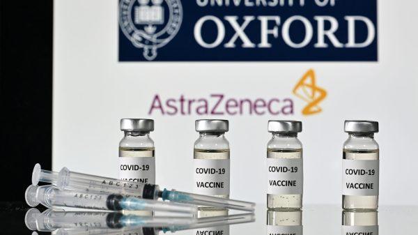 envases de la vacuna de AstraZeneca contra el covid-19