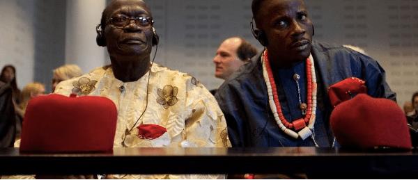 Los jefes Fidelis Oguru y Eric Dooh son demandantes en el juicio contra Shell
