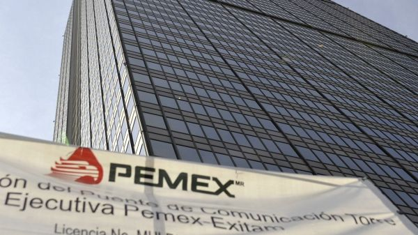 Foto de edificio de Pemex, empresa que compró la refinería Deer Park
