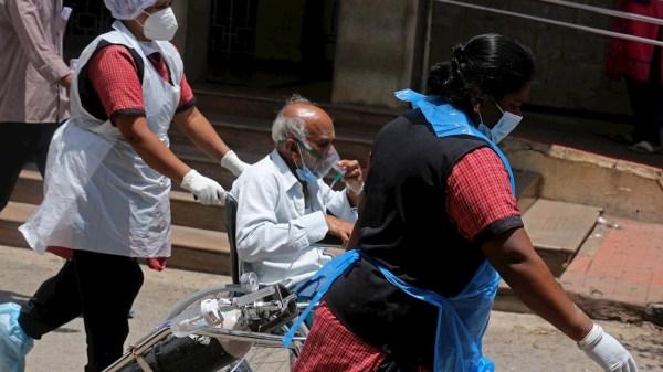 """El """"hongo negro"""" de la India se ha presentado en varios pacientes Covid-19"""