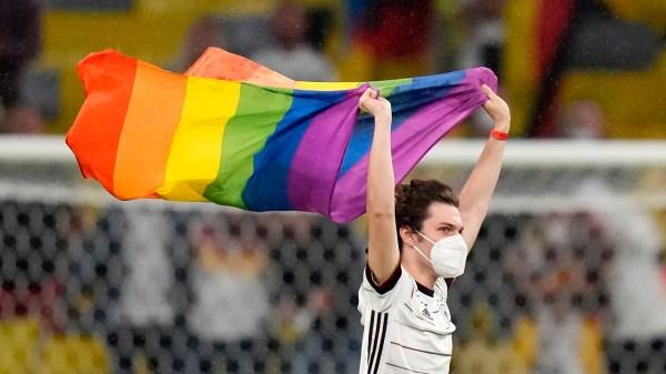 Foto del espontáneo en el partido de Alemania contra Hungría