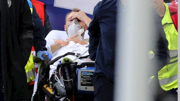 Foto de Chrisitan Eriksen cuando es sacado en camilla