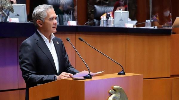 Foto de Mancera en el Senado