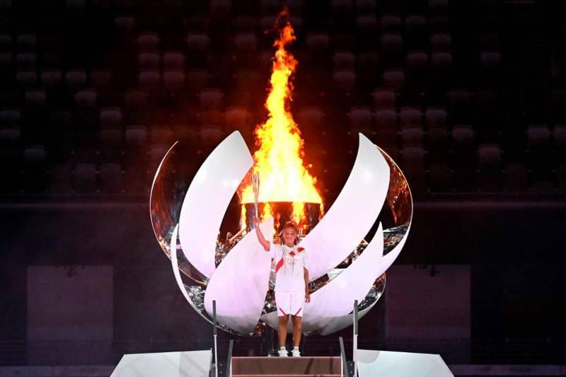 Naomi Osaka fue la encargada de encender el pebetero
