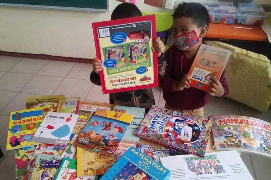 Crean bibliotecas con reciclaje