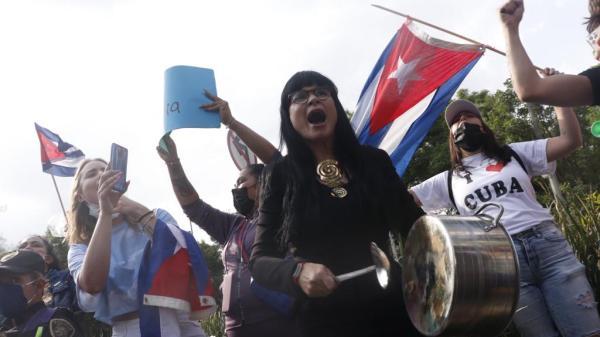 Foto de las protestas en la Embajada de Cuba en México