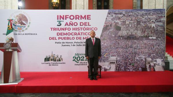 Foto de amlo en su informe hoy