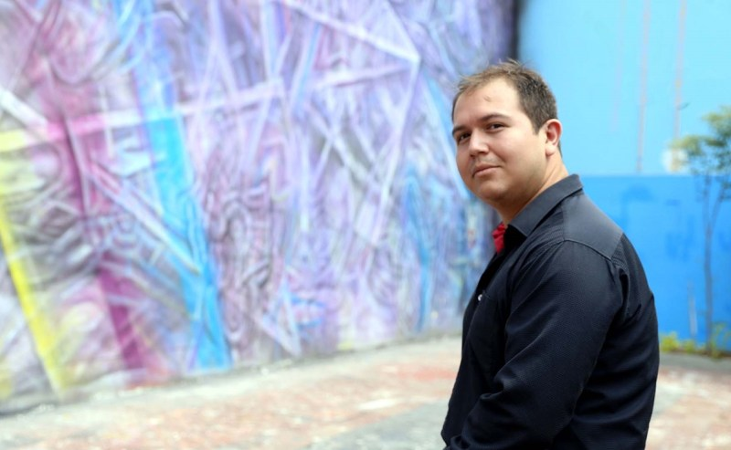 """Escritor Hiram Ruvalcaba, autor de """"Padres sin hijos"""". Foto: Cortesía"""