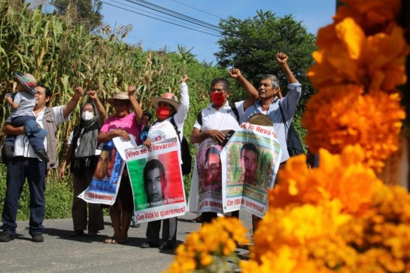 Foto de una protesta de padres de normalistas para ilustrar nota sobre el caso ayotzinapa