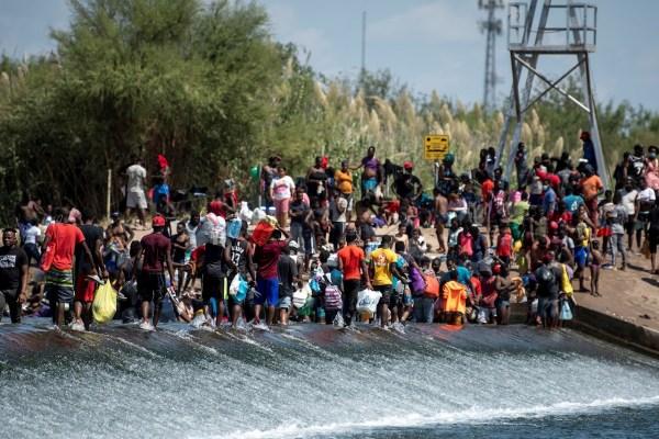 Haití acusa 'humillación' a sus migrantes y EU inicia deportaciones