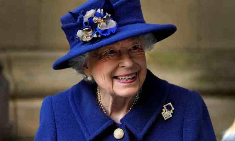 'Eres tan mayor como te sientes': La reina Isabel II rechaza el premio Oldie of the Year