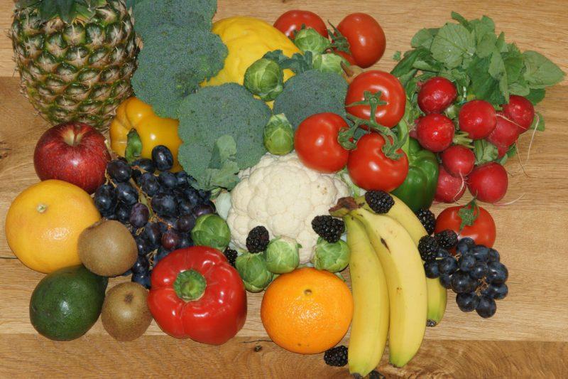 Incluye alimentos variados, especialmente de origen vegetal. Foto: Piqsels