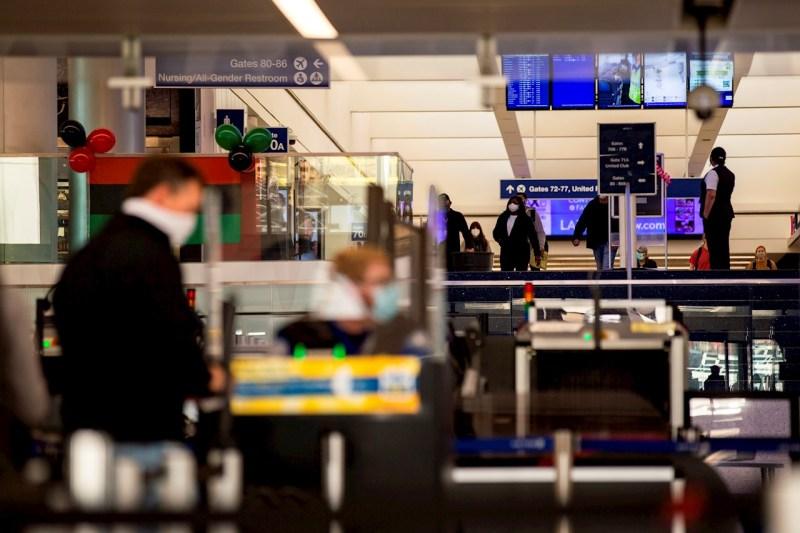 EU confirma: solo entrarán viajeros aéreos con vacunas avaladas por la OMS