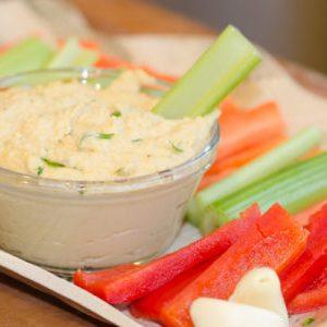 Vegetales y hummus
