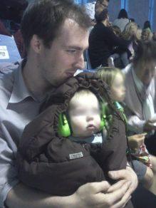 Petit Loustic avec casque anti-bruit
