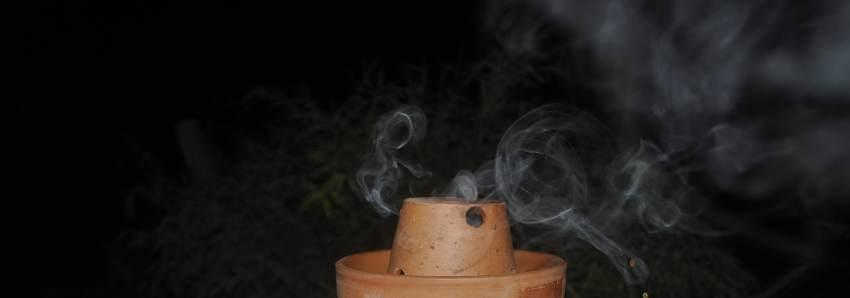 Brûler de l'encens: impact sur la santé, les émotions et les lieux