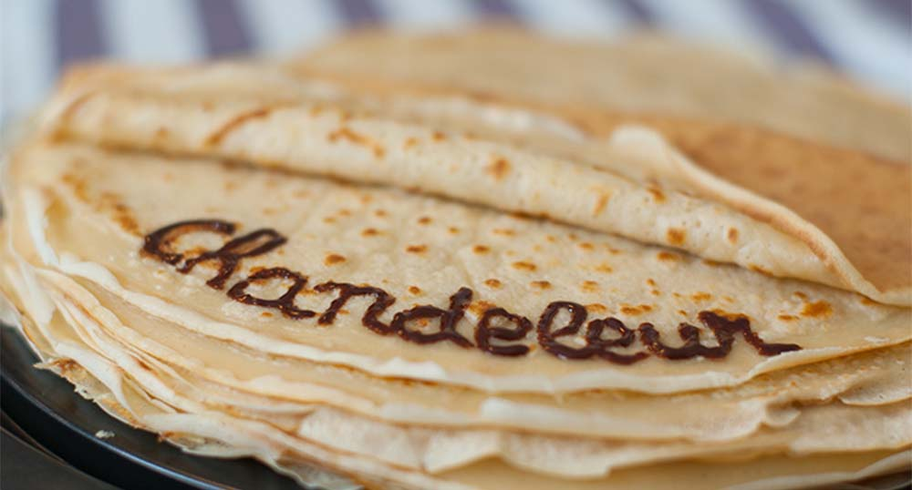 Une_crepe_avec_ecrit_chandeleur_au_chocolat