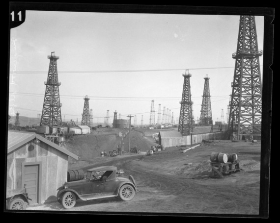 Early drilling operations in Baldwin Hills (photo courtesy of L.A. Times, http://latimesblogs.latimes.com/lanow/2008/10/theres-been-muc.html)