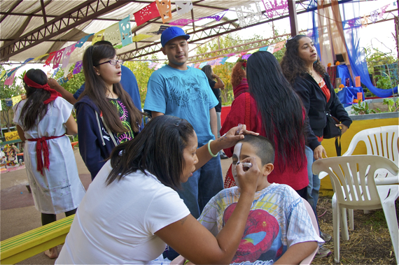 Pauletta Pierce paints children's faces for Dia de los Muertos. Sahra Sulaiman/Streetsblog L.A.
