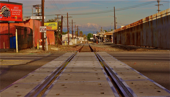 The tracks at Crenshaw, looking east. Sahra Sulaiman/Streetsblog L.A.
