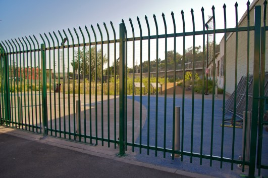 New permanent fence at Ed Reyes River Park. Photo: Sahra Sulaiman/Streetsblog LA