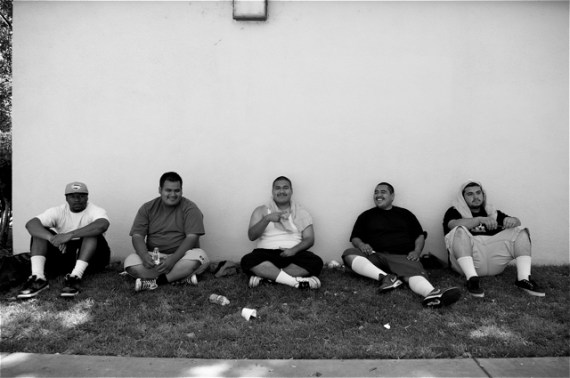 Youth from Inspire Academy and Los Ryderz take a break from the sun. Sahra Sulaiman/LA Streetsblog