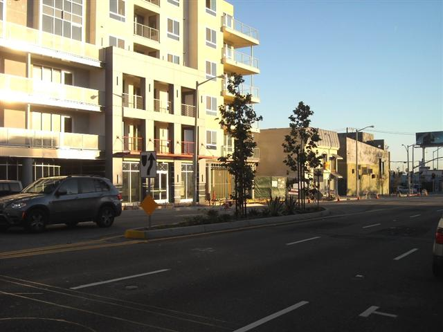 La Brea Avenue, looking south: A miniscule center-median, between Fountain and Lexington Ave. This center island should have been much  longer.