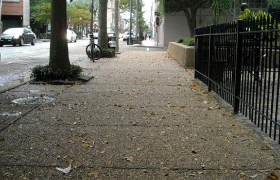 Downtown New Orleans: Another pedestrian-friendly sidewalk.
