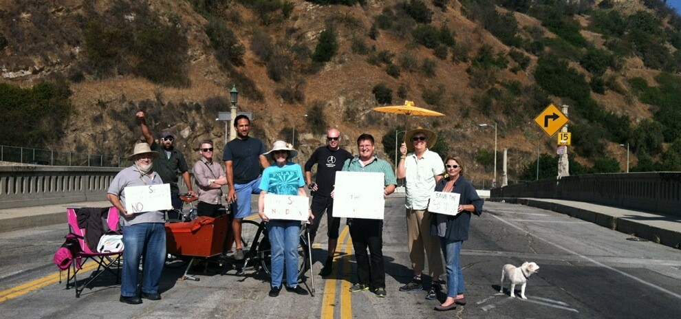 Landbridge supporters rallied on the Riverside Figueroa Bridge this morning, while the fate of the bridge was being decided in court. photo courtesy Kathleen Smith