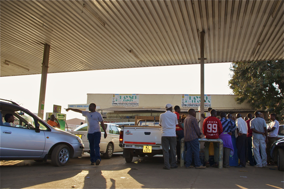Petrol was in extremely short supply (and expensive) during my last visit. People waited 8 hours at gas stations for gas that often never arrived. Sahra Sulaiman/Streetsblog LA