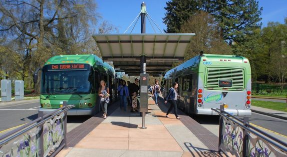 Future Bus Rapid Transit (BRT) on Vermont Avenue could resemble Eugene, OR's EmX BRT line. Photo: ITDP