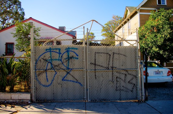 PF23 crossing out a rival that as dared to come in and mark up their territory. Sahra Sulaiman/Streetsblog L.A.