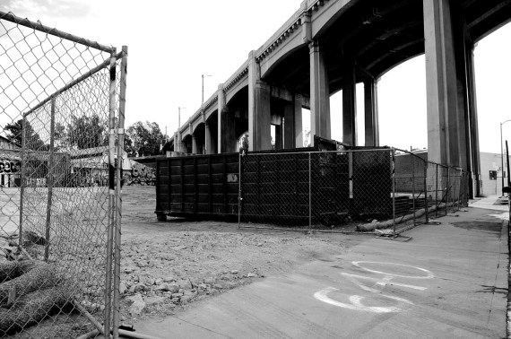 A structure has been demolished at 640 Anderson St. to make way for the reconstruction of the 6th St. Viaduct. Sahra Sulaiman/Streetsblog L.A.