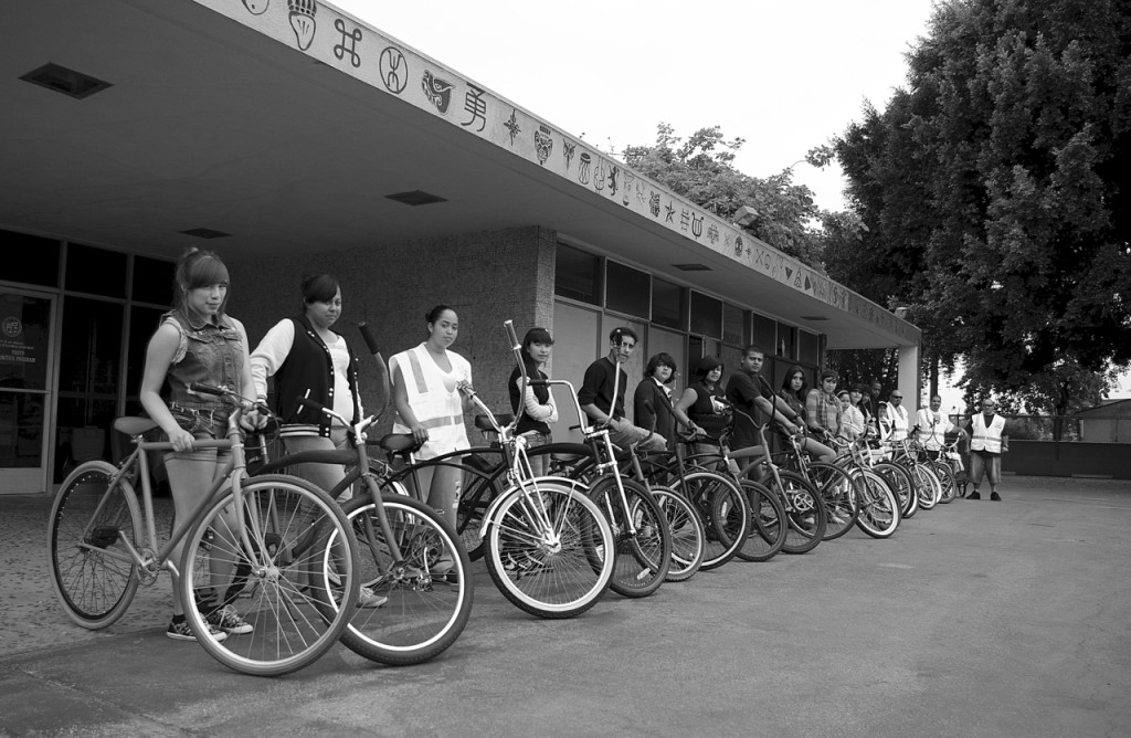 The inaugural group ride was heavily comprised of young women from the neighborhood. Sahra Sulaiman/Streetsblog L.A.