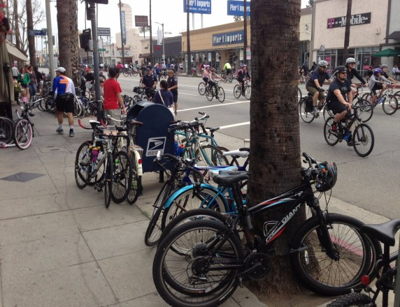 Though a few more car-centric shopping centers along the route appeared to be partially closed, lots of bicycles parked where as participants dined and shopped along Ventura Boulevard in Studio City.