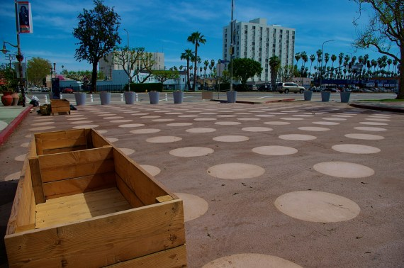 Another garden box in front of the Vision Theater. Sahra Sulaiman, Streetsblog L.A.
