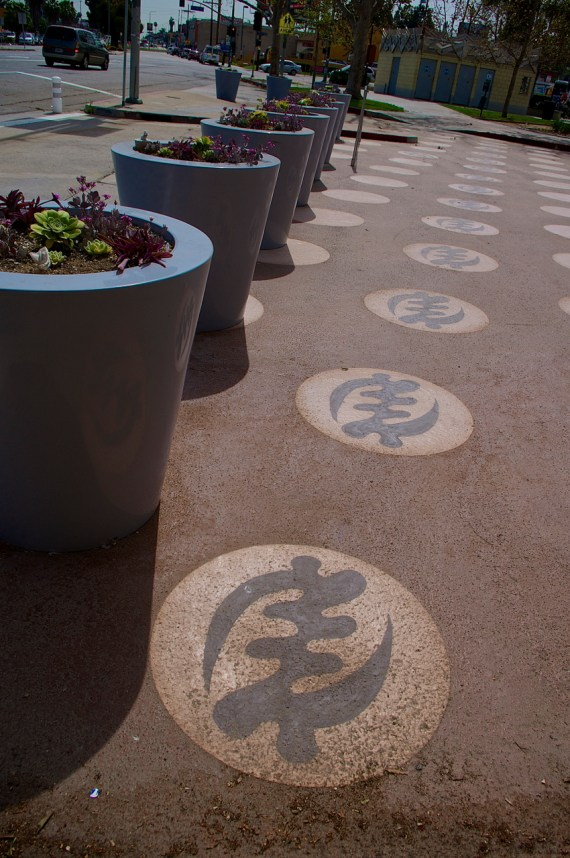 Another view of the Gye Nyame symbols. Sahra Sulaiman/Streetsblog L.A.