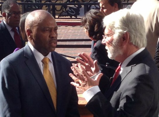 Incoming Metro CEO Phil Washington (left) speaking with outgoing Metro CEO Art Leahy after this morning's announcement. Photo: Joe Linton/Streetsblog L.A.