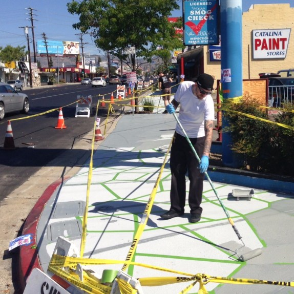 LA-Más crews spiffing up Reseda Boulevard sidewalks yesterday. Photo: Joe Linton/Streetsblog L.A.