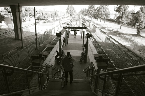 A calm moment at the transfer point between the Blue and Green Lines at the Rosa Parks station in Watts/Willowbrook. Depending on the season and time of day, the Blue Line platform can be bathed in sun and very, very crowded. Sahra Sulaiman/Streetsblog L.A.