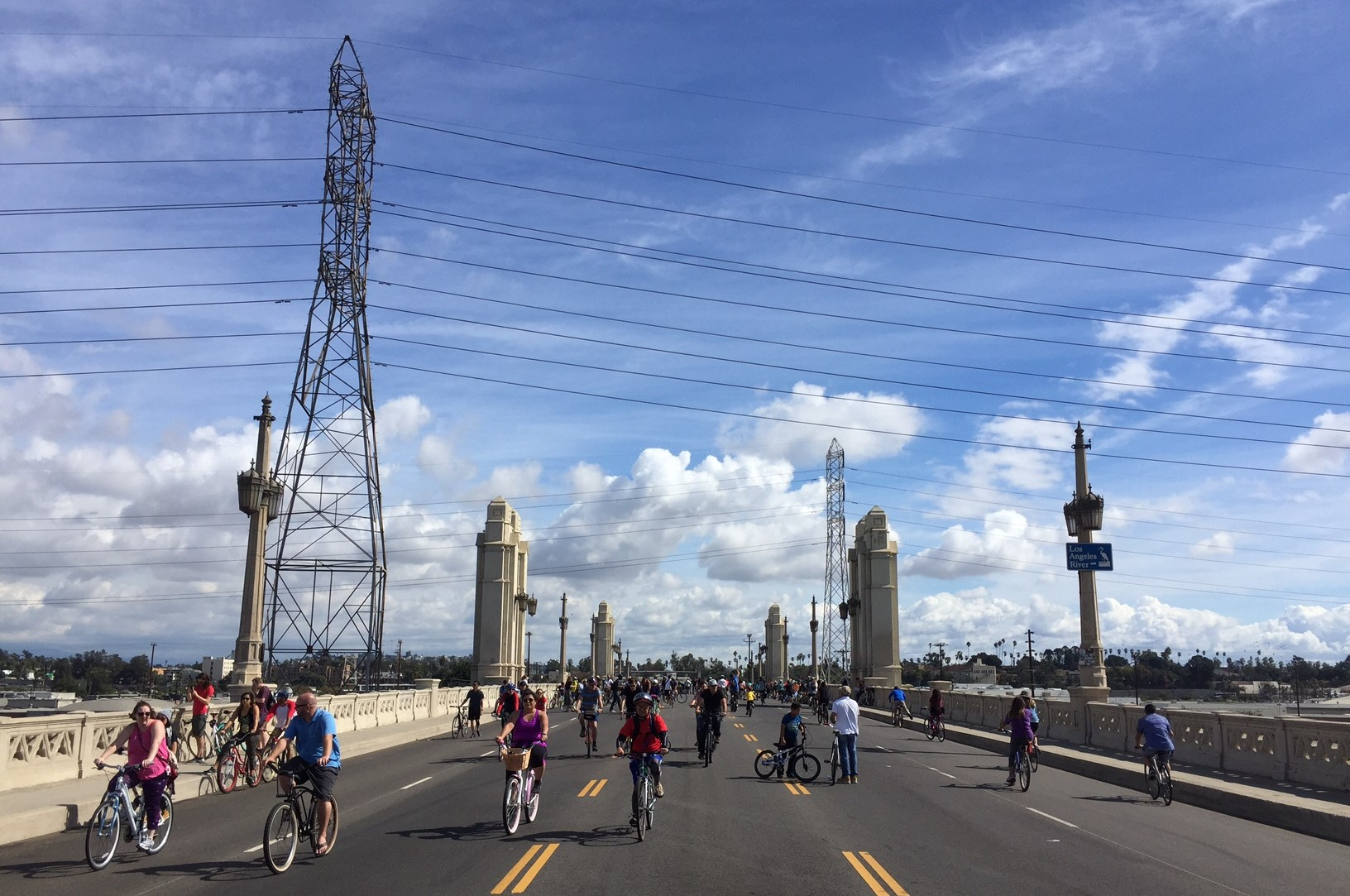 Yesterday's Heart of Los Angeles CicLAvia on the 4th Street Bridge over the L.A. River. Photos by Joe Linton/Streetsblog L.A.