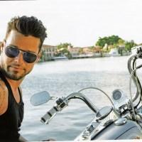 Las mujeres continúan ligando con Ricky Martin