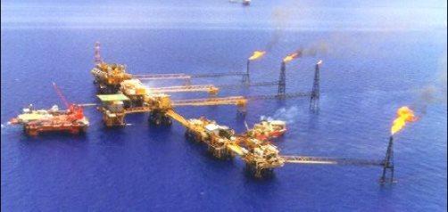Precio del petróleo cae 2.0%