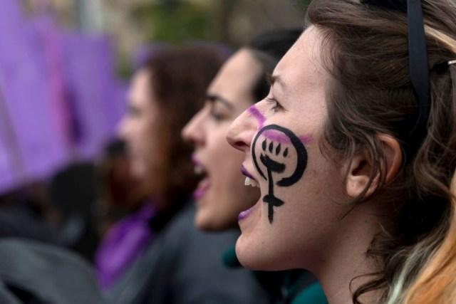 Gobierno de Madrid prohíbe las protestas del 8m por el coronavirus