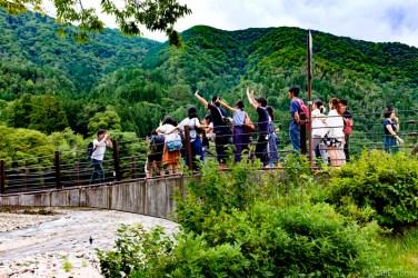 白川郷の吊り橋1