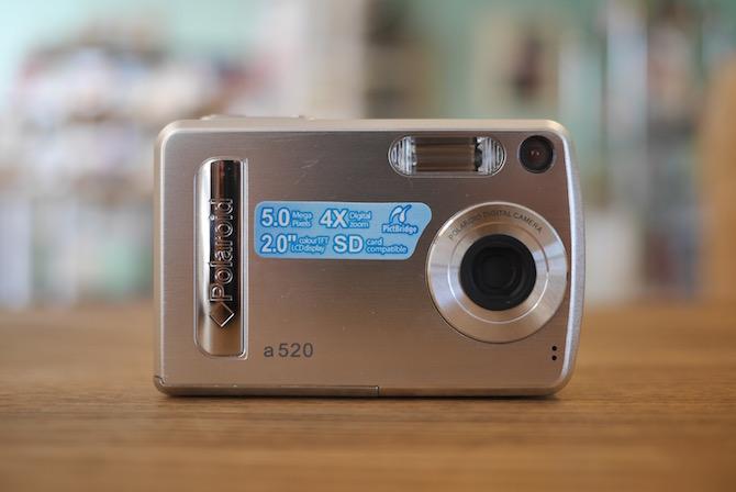 ポラロイドの名機「Polaroid a520」新品を開封!